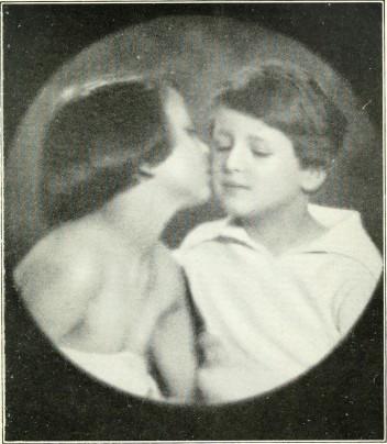russian-portraits-kiss