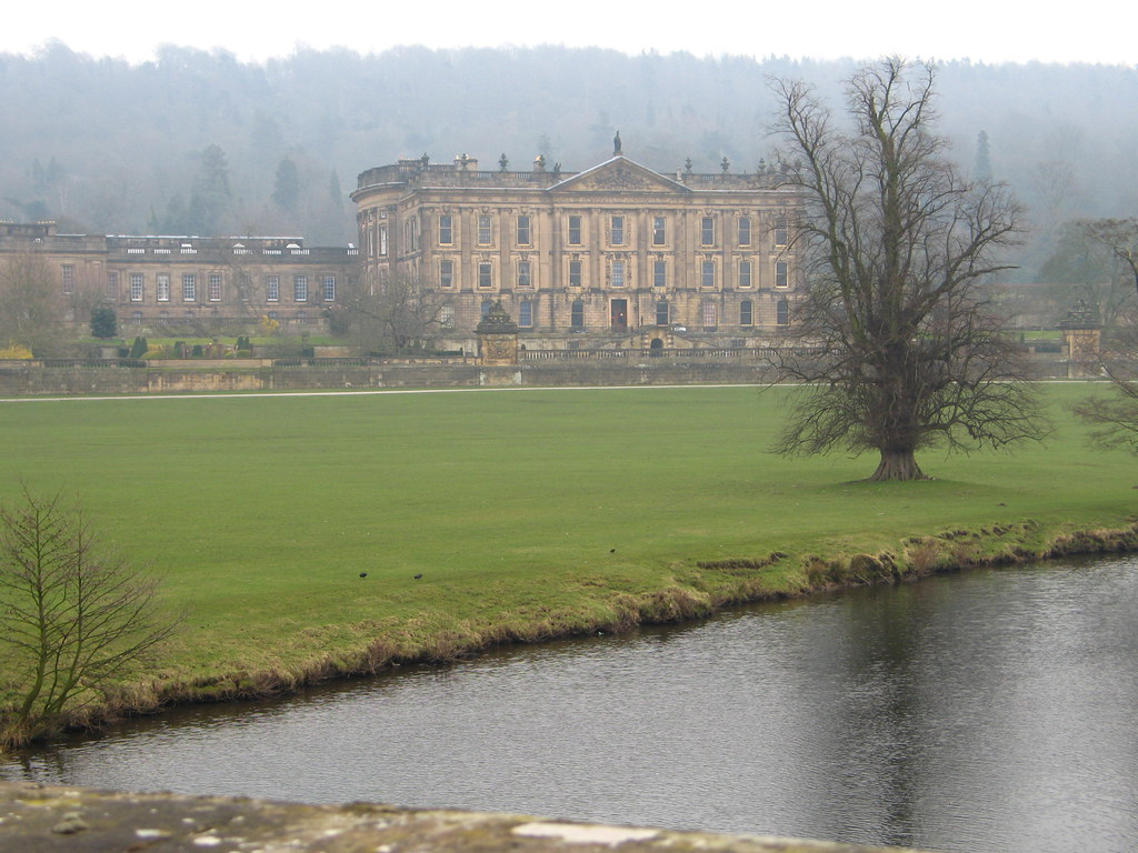 Image of Chatsworth House, bearing a resemblance to how Pemberley is described in the novel.